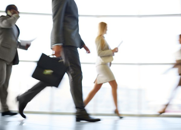 Caminar sólo dos minutos cada hora para reducir las consecuencias de estar mucho tiempo sentado