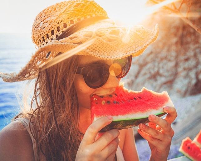 article-como-hidratarte-comiendo-no-solo-bebiendo-577cca1ad686d