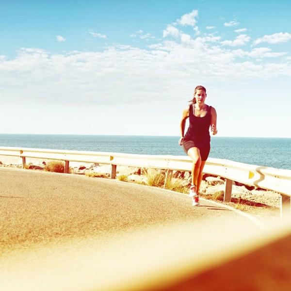 ¿Cómo correr de la mejor manera en verano? Evita que tu rendimiento y tu salud se afecten.